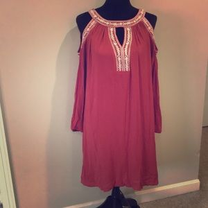 Cute Cold Shoulder dress, NWT, keyhole opening.